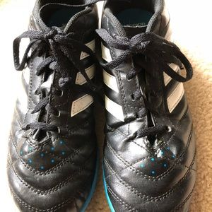 Boys soccer cleats turf in excellent condition